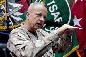 Escándalo de Petraeus golpea a otro general