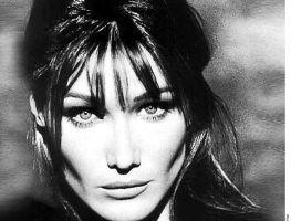 Carla Bruni reaparece como modelo  (Fotos)