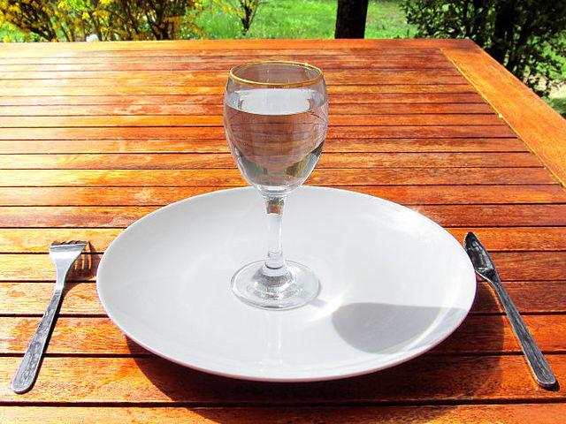 Tomar suficiente agua diariamente es la fuente principal de salud y belleza