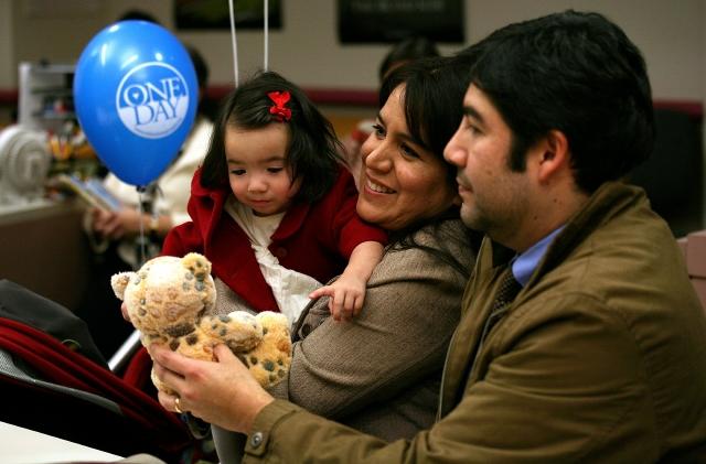 Adoptan más de 100 niños en LA