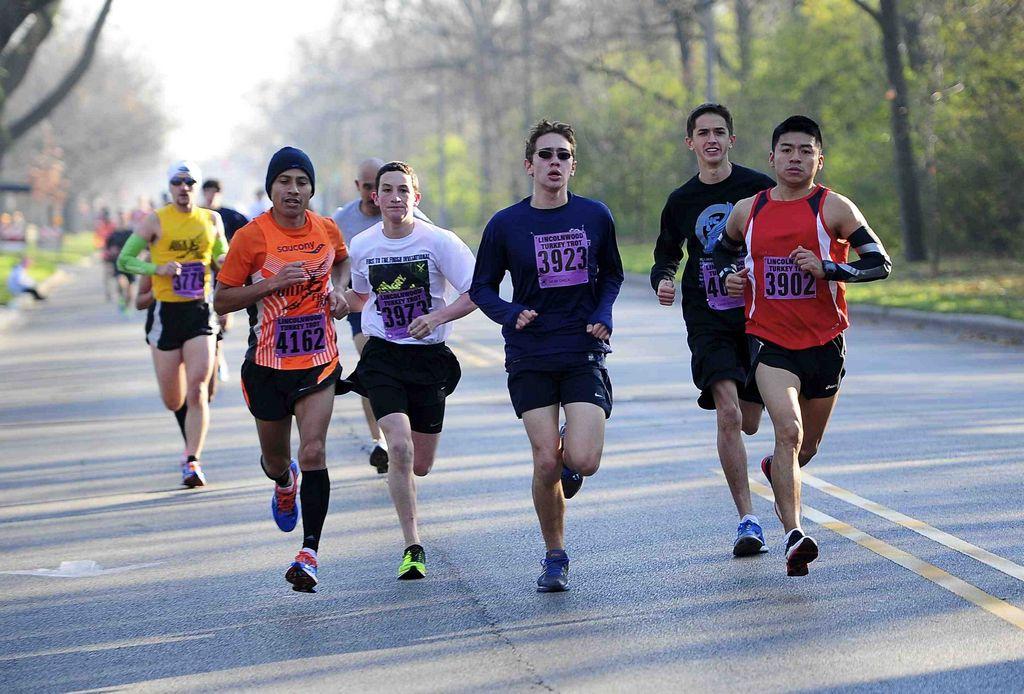 Atletas latinos dan las gracias corriendo (Fotos)
