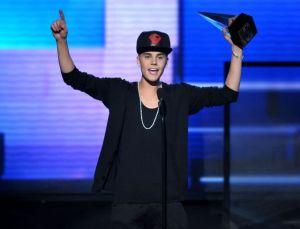 Bieber y Minaj ganan premios AMA (Fotos)
