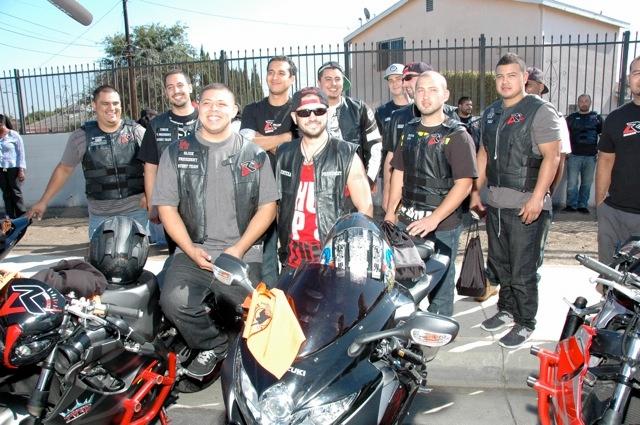 Llevan la paz en sus motocicletas