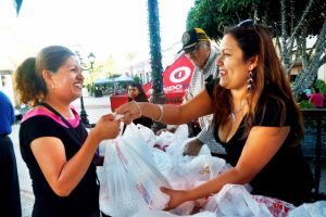 Reparten pavos en LA para poder celebrar Acción de Gracias