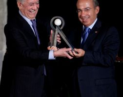 Mario Vargas Llosa fue distinguido con el premio Carlos Fuentes
