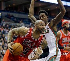 Los Bulls rompen racha perdedora controlando a los Bucks (Fotos)
