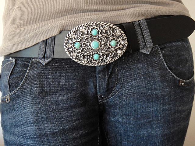 Los cinturones, este invierno, acentúan la silueta femenina