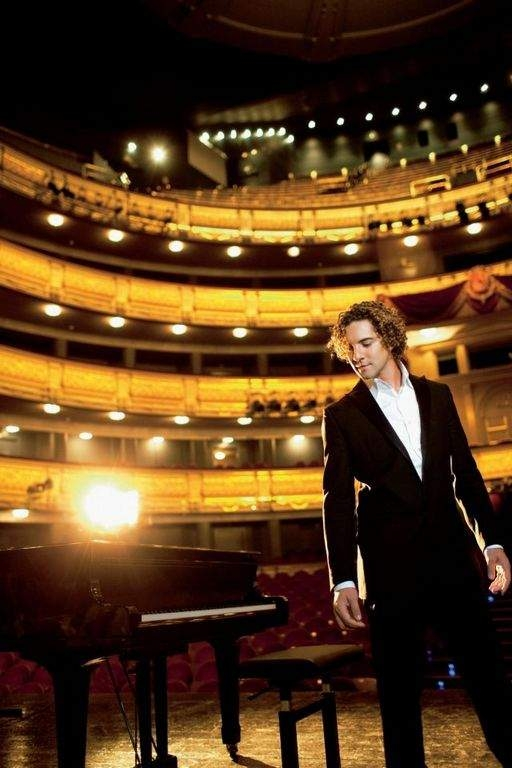 David Bisbal causa expectación con su gira acústica (Fotos y video)