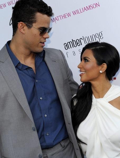 Kim Kardashian 'encadenada' a su exmarido (Fotos)