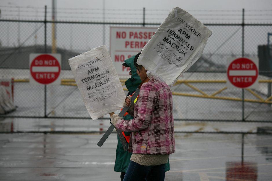 Crece conflicto sindical en los puertos de Los Ángeles y Long Beach (Fotos)