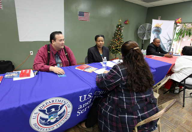 USCIS busca empresarios extranjeros para alta tecnología