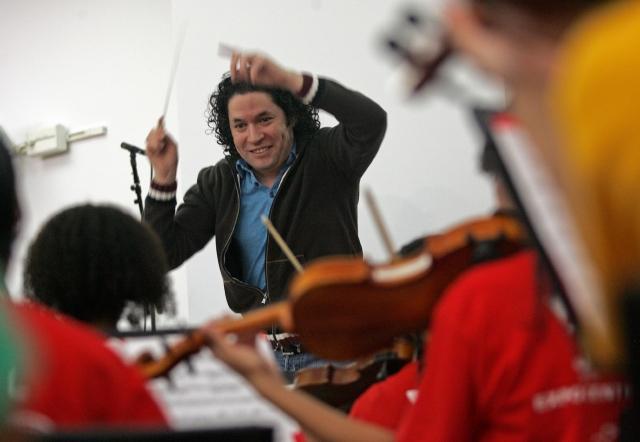 Gustavo Dudamel no considera que la música sea un lujo