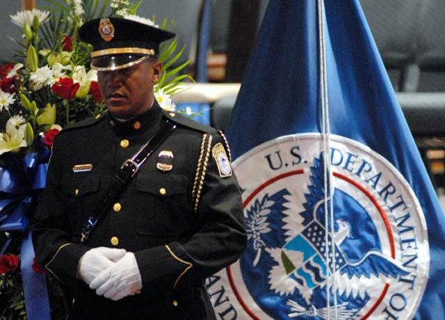 Ésta dará al Congreso autoridad para supervisar la asignación de fondos a policías fronterizas.