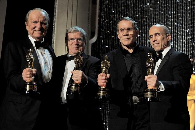 De izq. a der.: George Stevens Jr., D.A. Pennebaker, Hal Needham y Jeffrey Katzenberg con sus Oscar.