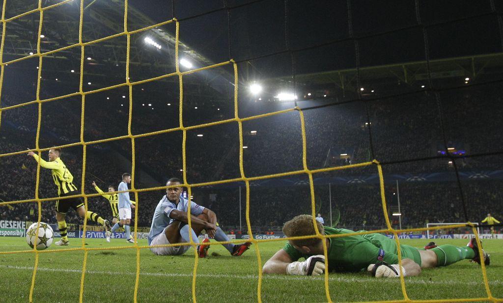 La participación del Manchester City en la Champions es un fracaso total, mientras el PSG y Schalke califican.