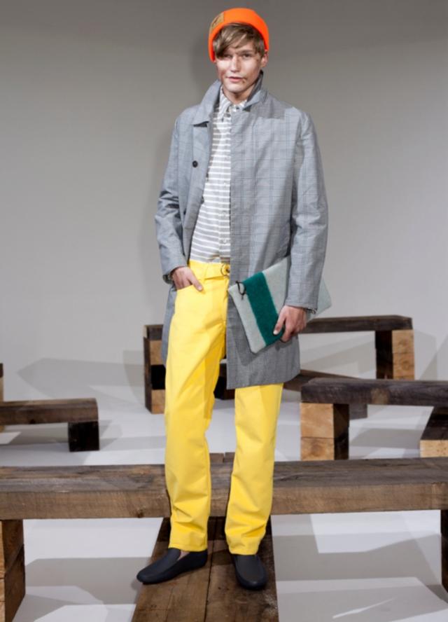 El color está de moda en la ropa masculina.
