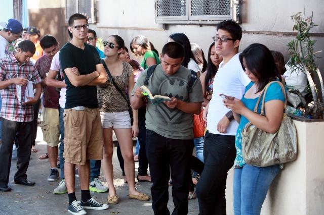 Las largas filas para acogerse al programa migratorio de Acción Diferida han desaparecido, creen que el costo estaría afectando.