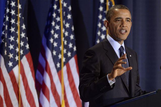 Obama propone obtener esos recursos mediante el aumento de los impuestos a los más acomodados, mientras que la propuesta republicana se centra en reducir sus deducciones fiscales.