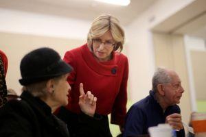 Contralora pide mejorar la atención a ancianos en Los Ángeles