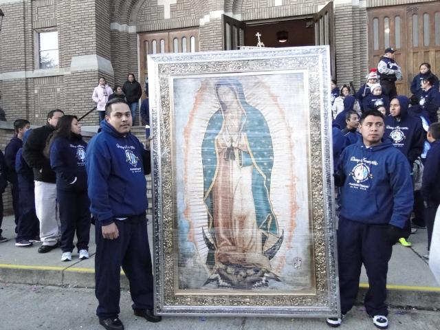 Devotos Virgen de Guadalupe luchan por mantener altar a su virgen morena