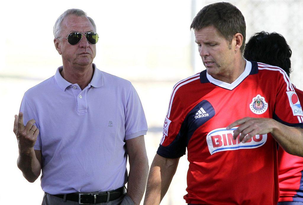 Van´t Schip afirma que tras su 'despido', Johan Cruyff le aconsejó quedarse en Chivas.