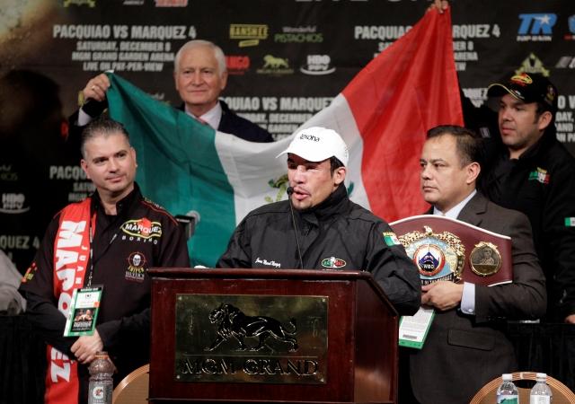 Juan Manuel Márquez habla a los medios luego de recibir el cinturón 'Campeón de la década', el pasado sábado en Las Vegas.