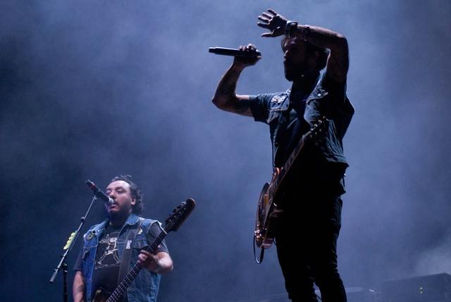 Molotov compartirá escenario con el dúo argentino de rock, hip-hop, funk y soul Illya Kuryaki and The Valderramas.