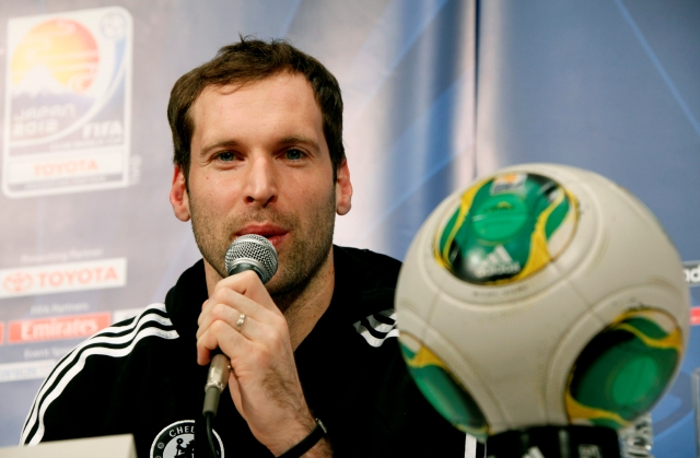 Peter Cech, portero de República Checa y del  Chelsea que compite en el Mundial de Clubes que se lleva a cabo en Japón.