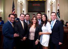 Jenni Rivera y miembros latinos de la legislatura de California.
