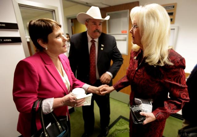 Connie Conway (d), asambleísta de Tulare, es líder de los republicanos en la Legislatura de California.
