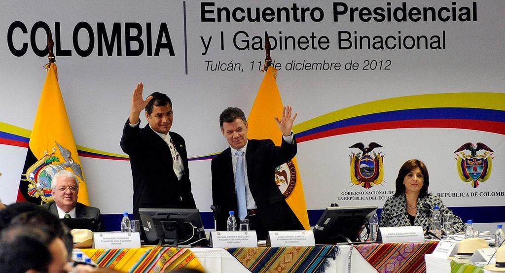 Correa y Santos analizan problemas comunes en el Encuentro Binacional Ecuador-Colombia.
