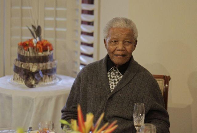 Nelson Mandela tiene infección pulmonar (Fotos)