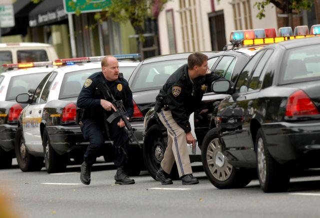 """Las autoridades dicen que lograron """"neutralizar"""" al autor de los disparos en un centro comercial en los suburbios de Portland."""