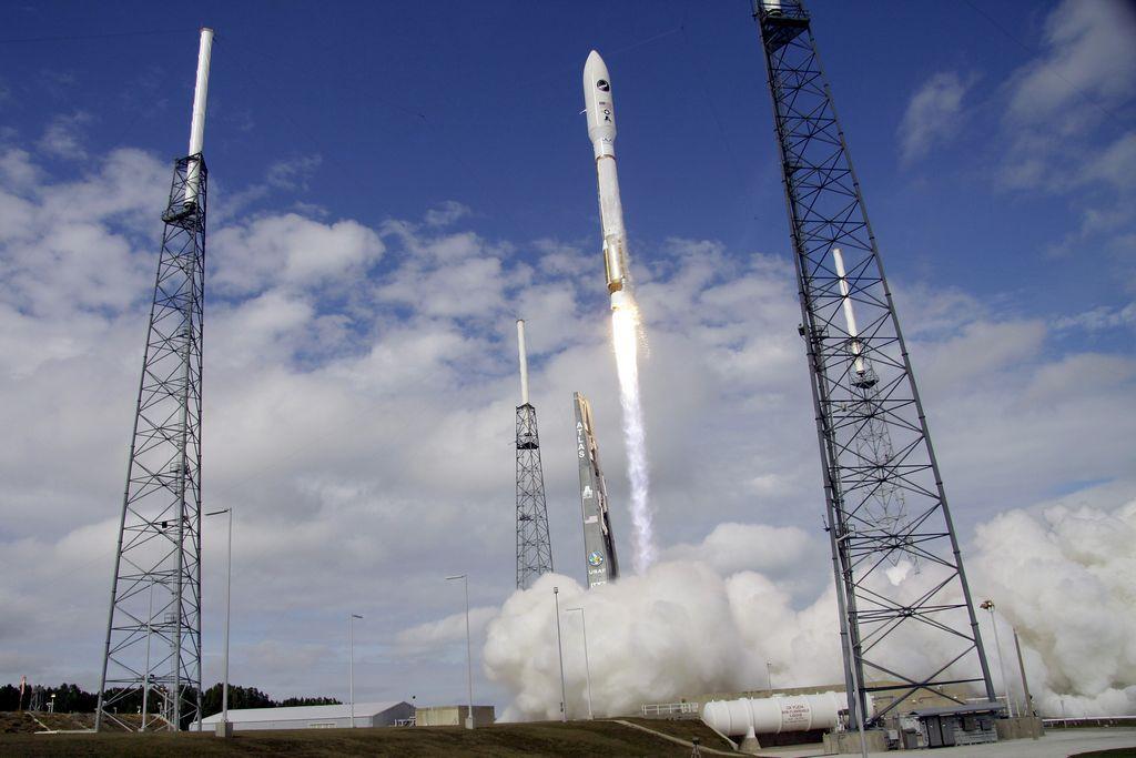 Envía la Fuerza Aérea de EE.UU. al espacio minitransbordador militar en misión militar secreta. Cabo Cañaveral fue el sitio del lanzamiento.