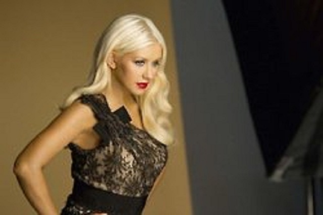 Get Christina Aguilera's form-fitting style: She is a fashionable mom