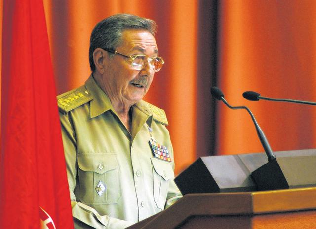 """Raúl Castro, llamó a romper el """"bloqueo"""" para seleccionar y preparar a dirigentes jóvenes en la isla."""
