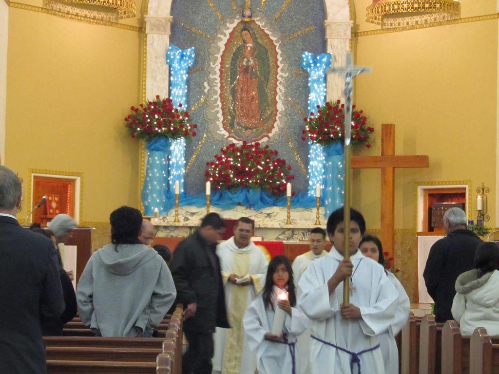 Celebraciones en honor de la Virgen de Guadalupe en su parroquia en el East End de Houston.