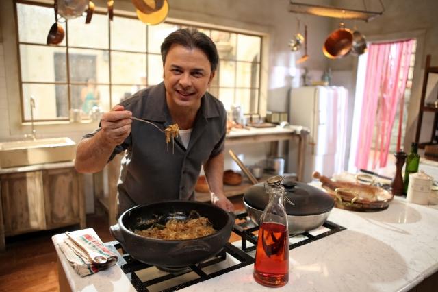 Chef Donato de Santis muestra el 'olor' y los 'gustos' de Italia en su programa de TV.
