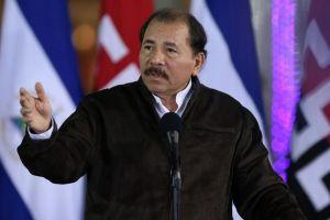 Ortega se solidariza con víctimas de Newtown y critica armamentismo