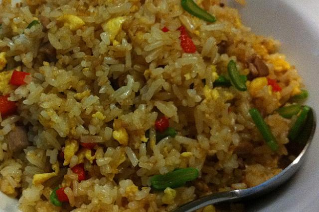 Haz arroz chino en casa