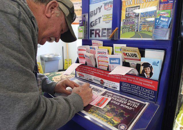 Un papá de California gana $1 millón en la lotería en Navidad