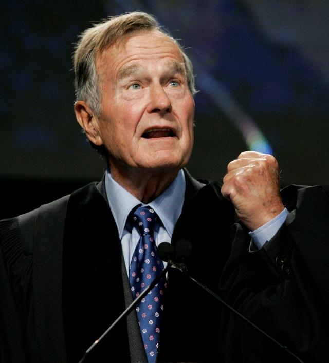 Deja área de cuidado intensivo George H.W. Bush deja área de cuidados intensivos