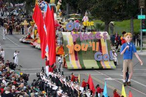Miles asistieron al desfile