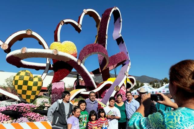 Último vistazo a las carrozas del Desfile de las Rosas (Fotos)