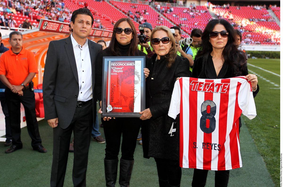 Familiares de Salvador Reyes estuvieron presentes en el homenaje de la leyenda del Guadalajara.