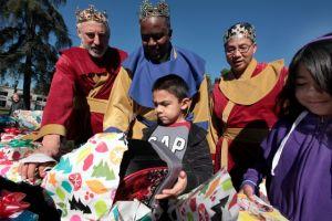 Celebran el Día de Reyes en Pasadena (Fotos)