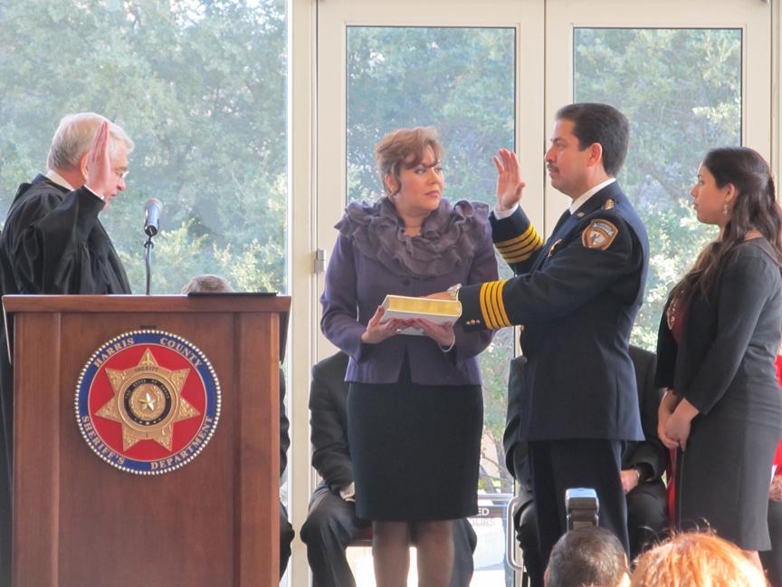 El sheriff Adrián García jura su cargo en su segundo periodo en Harris