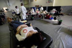 Pocos latinos donan sangre (Fotos)