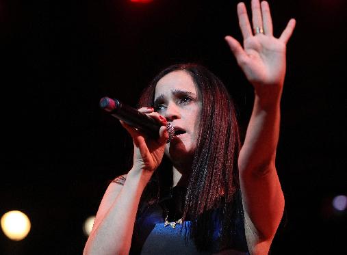 YouTube prohíbe a Julieta Venegas subir su música (Video)