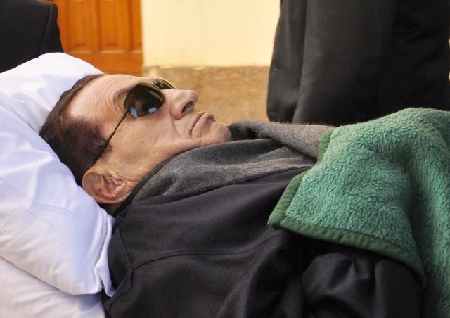 Ordenan repetir juicio a Mubarak